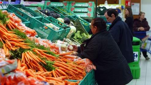 Un panier de produits alimentaires à petit prix
