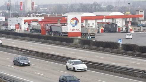 Une station Total sur l'autoroute A6.