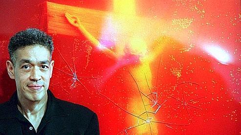 L'artiste new-yorkais Andres Serrano devant son «Piss Christ», qui avait déjà été vandalisé en 1997, en Australie.