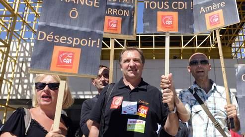 Des employés d'Orange manifestent contre leurs conditions de travail en septembre 2010, à Marseille.