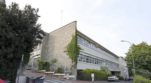 La vente du «Paquebot», l'ancien siège du Front national à Saint-Cloud, devrait servir au financement de la campagne présidentielle de Marine Le Pen, qui a pris la tête du parti d'extrême droite en janvier.