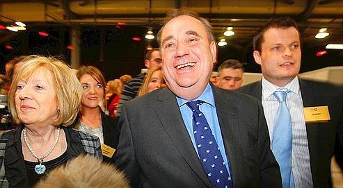 Alex Salmond,le chef du Scottish National Party,est venu assister vendredi au décompte des votes à Aberdeen, en Écosse.