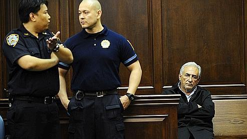 Après deux nuits passées en détention, DSK est apparu fatigué et songeur à l'audience de lundi.