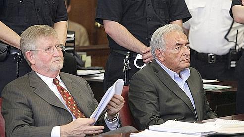 DSK à l'audience de jeudi à côté de l'un de ses avocats, William Taylor.