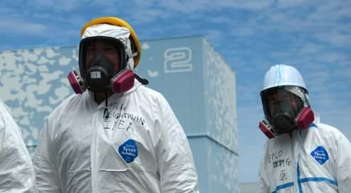 Emmenée par le Britannique Michael Weightman (à gauche), l'équipe d'experts de l'AIEA qui s'est rendue vendredi sur le site de Fukushima Daiichi a salué «le dévouement des techniciens japonais».