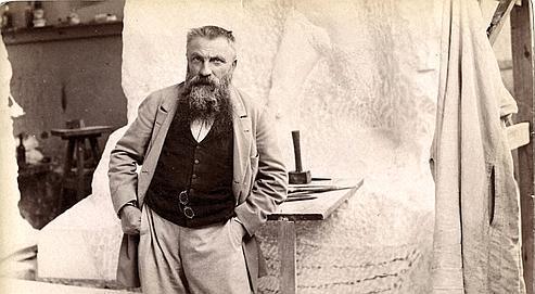 22 juillet 1898 Le sculpteur Auguste Rodin, devant le Monument à Sarmiento, dans son atelier du dépôt de marbre.(Piasa)
