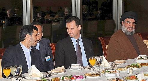 En février 2010, Bachar el-Assad recevait à Damas le président iranien, Mahmoud Ahmadinejad, et le chef du Hezbollah, Hassan Nasrallah.