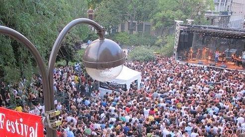 Le Festival Soirs d'été 2010 devant la mairie du IIIe arrondissement. (DR)