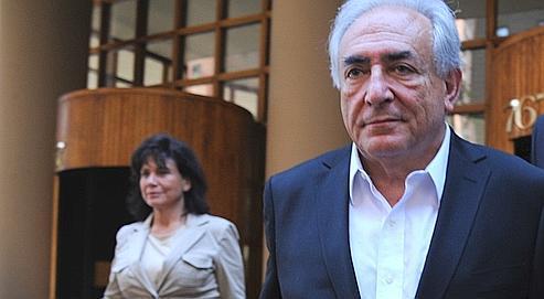 Dominique Strauss-Kahn et sa femme Anne Sinclair quittent le cabinet de l'avocat Benjamin Brafman, à New York le 31 mai dernier.