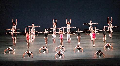 Symphonie en trois mouvements par le Miami City Ballet.