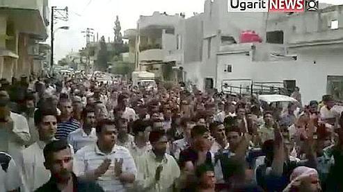 Manifestations à Hama le vendredi 8er juillet, tiré d'une video postée sur YouTube.
