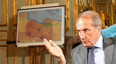 Gérard Longuet (ici le 7 juillet dans son bureau au ministère) a notamment précisé, au sujet de la Libye, que «toute solution passe par le retrait de Kadhafi du pouvoir et son renoncement à tout rôle politique».
