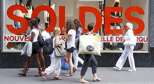 Soldes d'été 2011: un bilan contrasté dans l'habillement