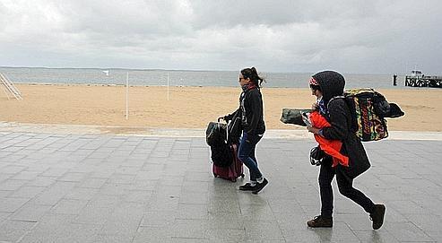 Avec la pluie et le froid, les plages (ici Arcachon) sont désertées par les touristes.