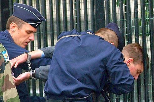 L'interpellation de Maxime Brunerie, le 14 juillet 2002, après qu'il avait tiré un coup de carabine en direction du président Chirac sur les Champs-Élysées.