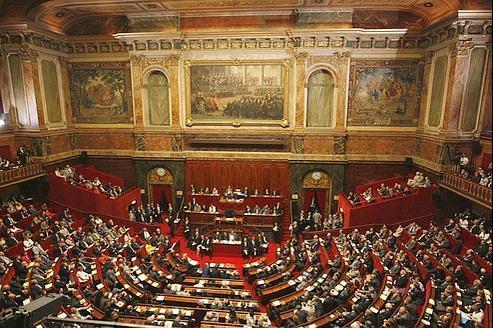Trente-six voix manquent pour obtenir la majorité requise lors du Congrès de Versailles.
