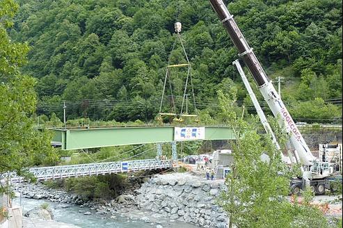 Un pont surla Romancheest en train d'être consolidé de manière à supporter des chargements d'une centaine de tonnes. (Crédits photo : EDF/DR)