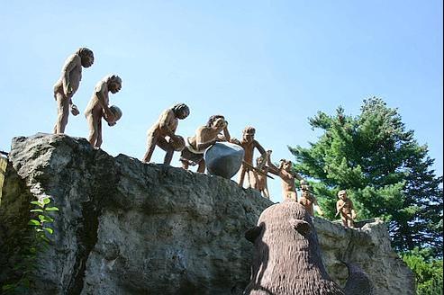 Reconstitution d'une scène de chasse à l'époque de Neandertal. (Crédits photo : Frank Vincentz, sous licence GNU 1.2)