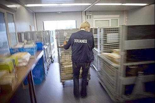 Explosion des saisies douani res dans les colis - Centre financier la poste lyon ...