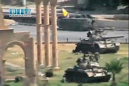 Capture d'une vidéo montrant des blindés postés à Hama.