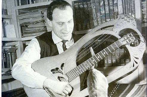 Boris Vian a signé la musiquede cette chanson, ce dont il n'était pas coutumier.