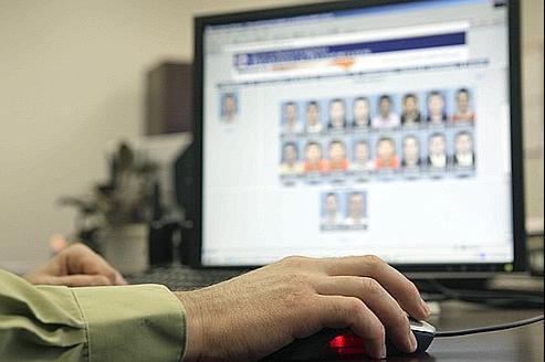 L'ordinateur procédera par comparaison de points caractéristiques du visage et proposera une liste de possibles suspects classés selon un ordre de pertinence.