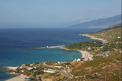 Armenistis et Gialiskari, sur la côte nord de l'île d'Ikaria, en Grèce. (Crédits photo: Cetonia/WikimediaCommons)