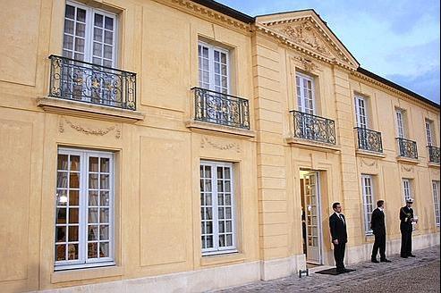 Fraîchement élu, le chef de l'État a obtenu du premier ministre sortant, Dominique de Villepin, qu'elle soit désormais mise à sa disposition.