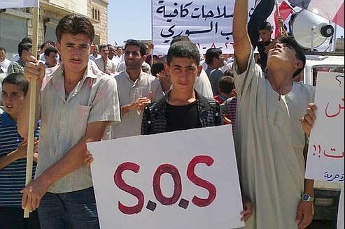 Vendredi dernier, des manifestants réclamant le départ du président Bachar el-Assad ont envahi les ruesdu village de Maaret Harma dans la province d'Edlib, en Syrie.