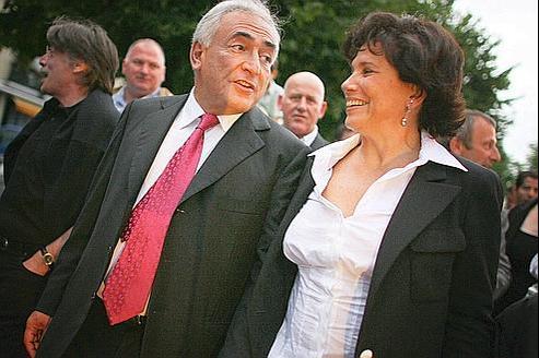 Dominique Strauss-Kahn au côté d'Anne Sinclair à Sarcelles, le 17 juin 2007, au soir du second tour des élections législatives.