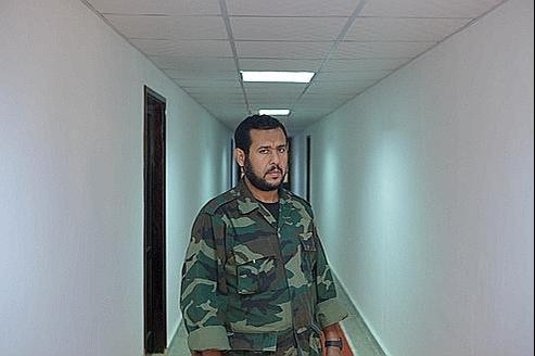 Abdel Hakim Belhaj, le nouveau gouverneur militaire de Tripoli, dans l'ancienne base militaire américaine qu'il occupe avec ses hommes.