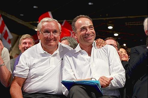 Jean-Pierre Raffarin et Jean-François Copé, ce samedi matin à Marseille. (crédit : François BOUCHON/LE FIGARO)