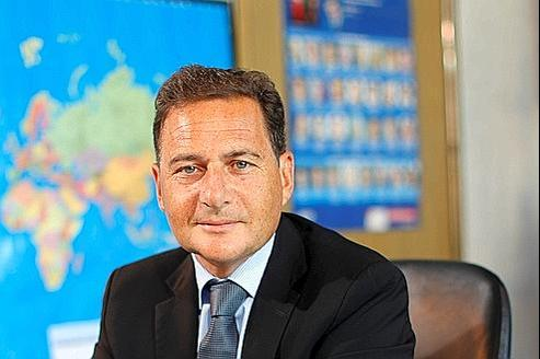 Éric Besson, dans son bureau de Bercy.