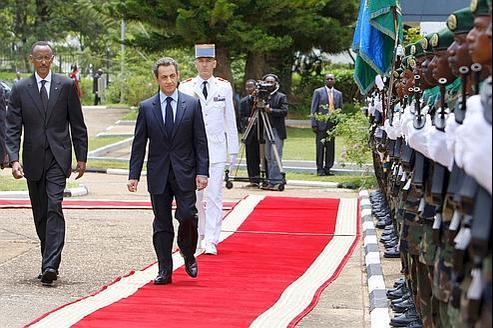 Accueilli à Kigalipar Paul Kagame (à gauche) en février 2010, Nicolas Sarkozy a reconnu de «graves erreurs» et «une forme d'aveuglement» de la France lors du génocidede 1994.