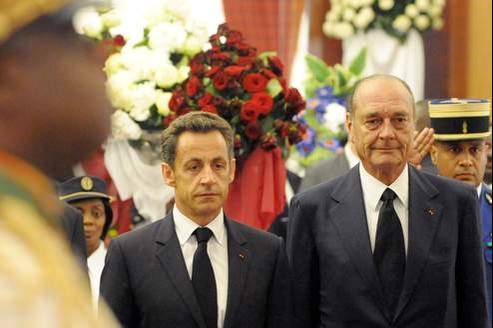 Nicolas Sarkozy et Jacques Chirac lors des obsèques d'Omar Bongo au Gabon, en juin 2009.