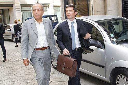 Ziad Takieddine et son avocat Ludovic Landivau à la sortie de l'interrogatoire du juge Renaud van Ruymbeke le 14 septembre 2011.