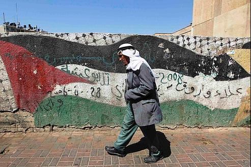 Un drapeau palestinien peint sur un mur de Ramallah.