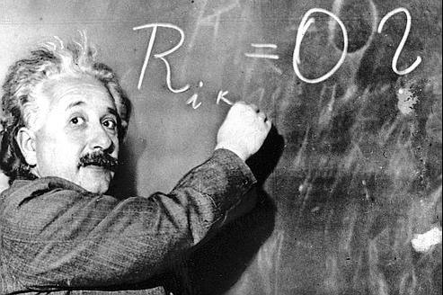 Albert Einstein écrit une équation portant sur la densité de la Voie Lactée, en janvier 1931.