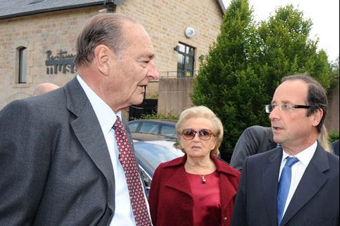 Jacques Chirac, son épouse Bernadette, et François Hollande devant le Musée du Président Chirac à Sarran (Corrèze). Crédits photo : AFP