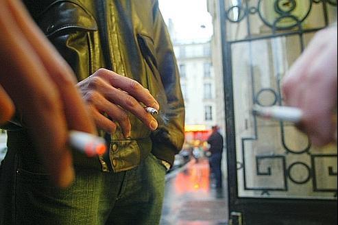 Un fumeur de plus de 20 cigarettes par jour peut passer quotidiennement 80 minutes hors de son bureau pour ses pauses cigarette successives.