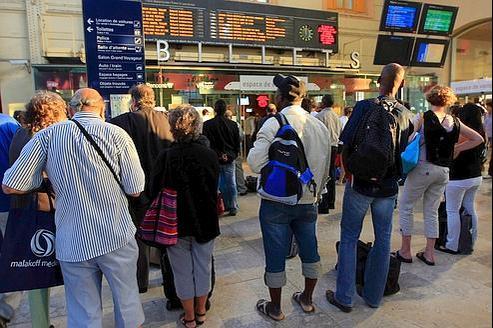 Des voyageurs bloqués en gare Saint-Charles à Marseille.