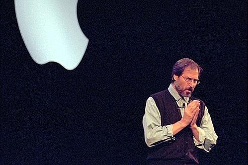 Steve Jobs lors d'une conférence de presse après son retour chez Apple, le 10 novembre 1997.