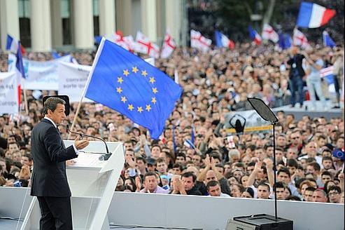 Nicolas Sarkozy, vendredi à Tbilissi, a été acclamé par la foule en refusant de se résigner au «fait accompli».