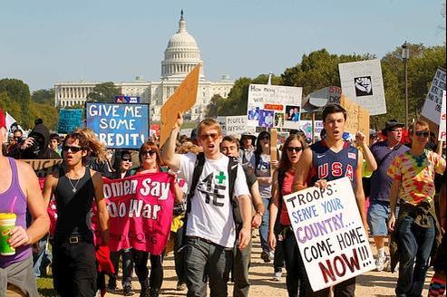 À Washington, le mouvement «Occupez DC» (pour «District of Columbia») s'inspire des «indignés» new-yorkais (ici lors d'une marche de protestation samedi).