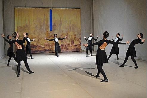 L'École du rythme de la chorégraphe Claudia Castellucci présente Homo Turbae avec des danseurs amateurs. (Federica Giorgett)