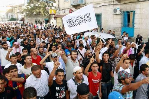 Une manifestation a réuni plus de 10.000 personnes vendredi à Tunis.