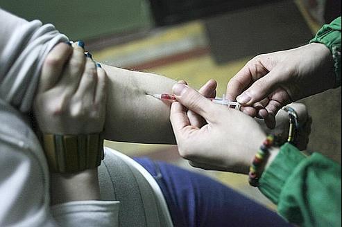La drogue «Crocodile» s'injecte comme l'héroïne, mais a des effets encore plus dangereux et est mortelle à brève échéance.
