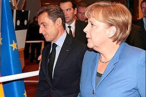 Nicolas Sarkozy et Angela Merkel dimanche à Bruxelles.