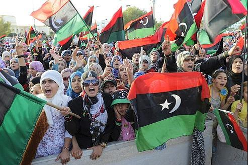 Des femmes manifestent leur joie, hier à Misrata, pendant le discours qui proclame la « libération » de la Libye.
