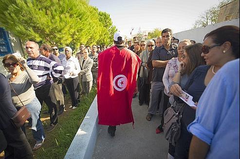 les tunisiens ont massivement r pondu l 39 appel des urnes. Black Bedroom Furniture Sets. Home Design Ideas